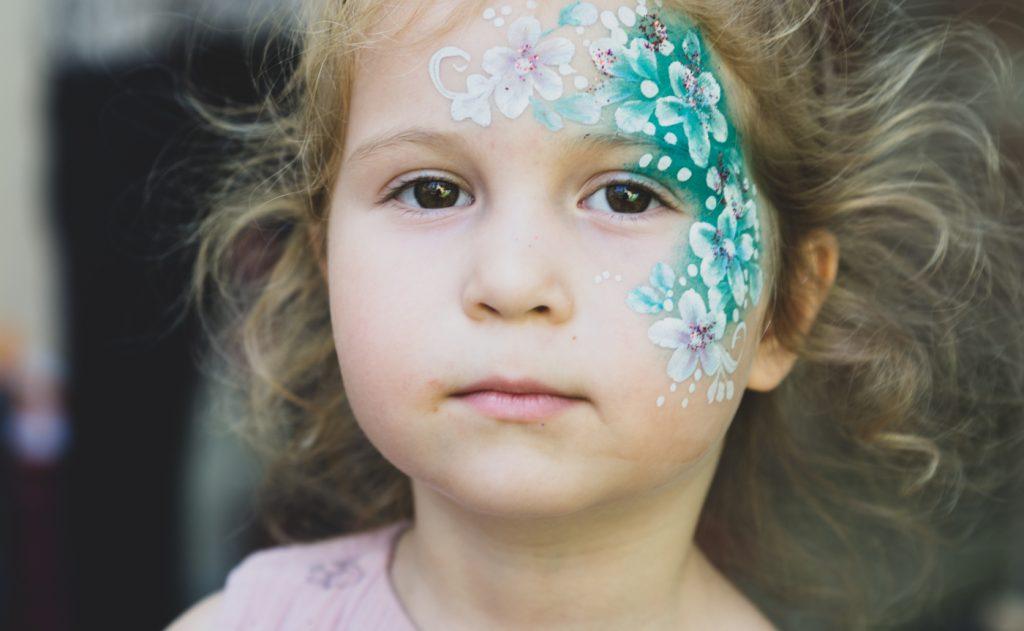 zile de nastere portret fetita pictata pe fata